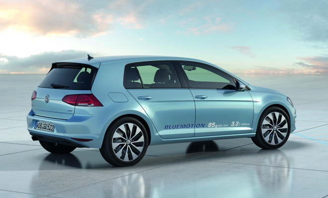 Volkswagen Golf VII BlueMotion - rear side view
