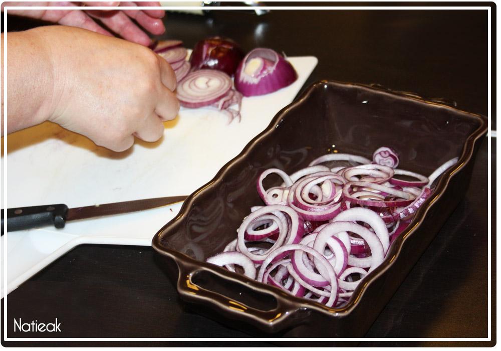 oignons rouges dans la Salade de pommes de terre primeurs