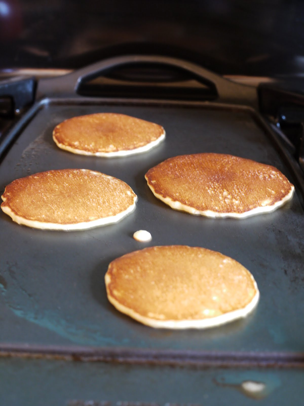 pancakes essay Buttermilk pancakes, blueberry pancakes, banana pancakes, oatmeal or whole wheat get recipes for light and fluffy pancakes, including vegan and keto options.