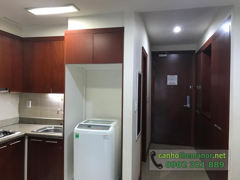 Căn hộ 38m2 nội thất đẹp cho thuê The Manor 2 HCM - cửa vào và bếp