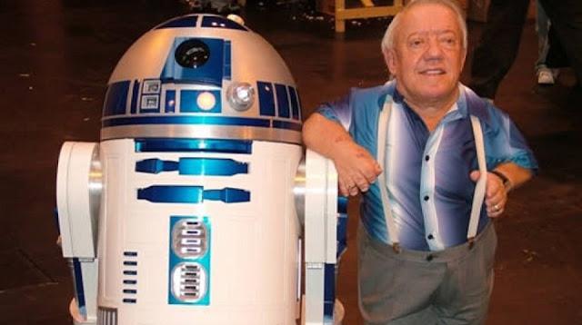 Kenny Baker, o R2-D2, morre aos 81 anos