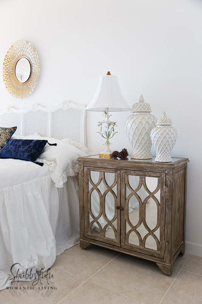 beach-house-bedroom-white-blue