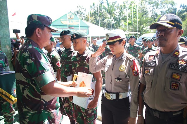 Panglima TNI Apresiasi  Prajurit TNI-Polri Bantu Korban Banjir di Jayapura