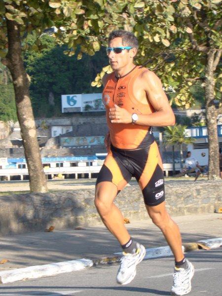 309e56567 Oscar Galindez en el Ironman Brasil 2011