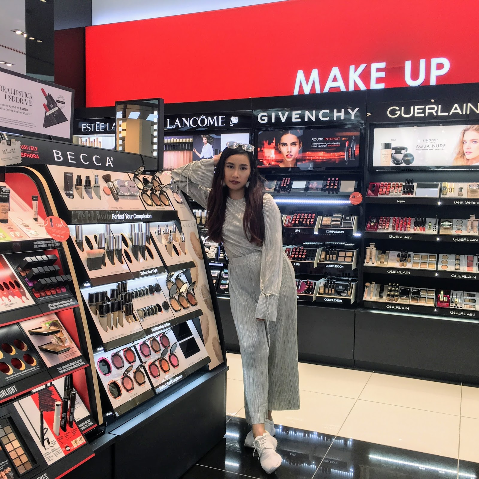 How to Spot Fake Cosmetics- Nars, MAC, Bobbi Brown- So here is it folks, my research on how to spot fake cosmetics. I will post one by one.