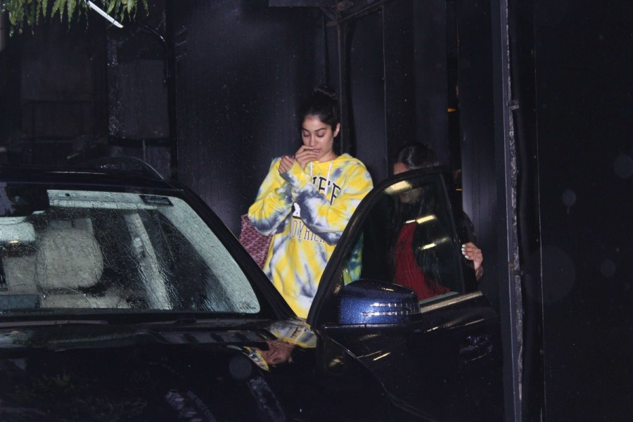 Jhanvi Kapoor Spotted at Tip Toe Salon
