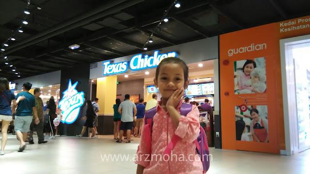 texas chicken kini di 1st avenue mall penang, cik puteri di texas chicken, food blogger, kids love food, arzmohadotcom di texas chicken,
