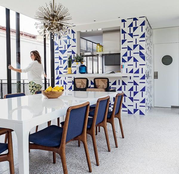 una casa retro increíble con un interior rompedor y espacios coherentes chicanddeco