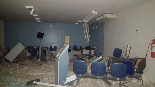 Madrugada de terror em Aldeia Altas, bando explodem bancos, Correios e lotérica.