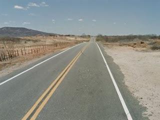 Acidente entre carro e moto deixa mulher morta e uma pessoa ferida em trecho de BR, na PB