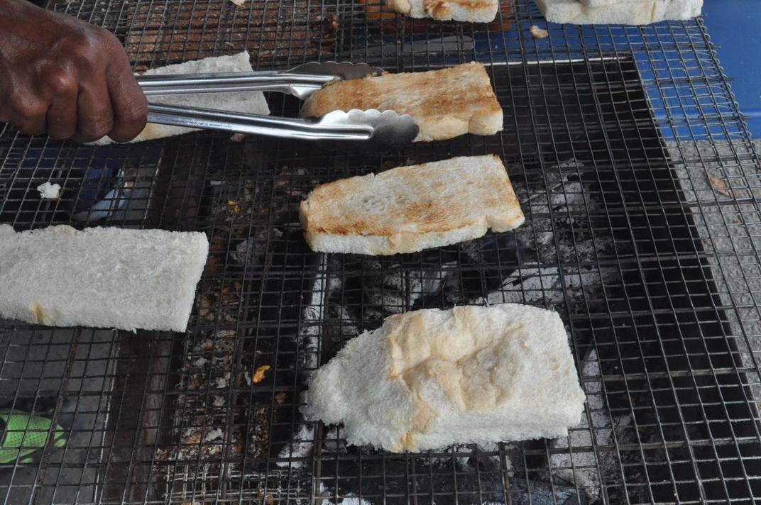 Roti Bakar Arang Fadhil Pokok Asam
