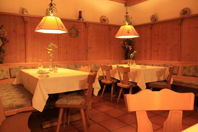Gemütliches Restaurant im bayrischen Stil © Copyright Monika Fuchs, TravelWorldOnline