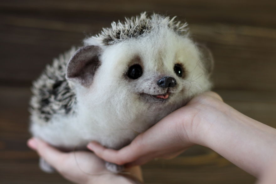 02-Hedgehog-Tatiana-Barakova-Татьяна-Баракова-Plush-little-Animals-made-of-Wool-www-designstack-co