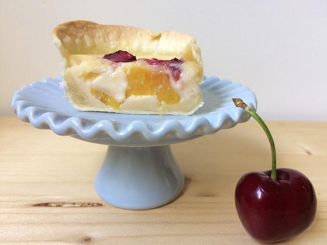 vanilla-custard-tarts-with-peaches, pasteles-de-vainilla-y-melocoton