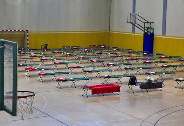 El Pabellón deportivo Jesús Telo, la Isleta, improvisado albergue-refugio para los sin techos por la alerta de FMA
