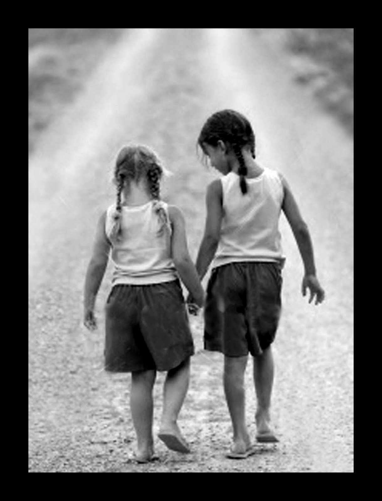 Two Best Friends Pic Two Best Friends Holding Hands