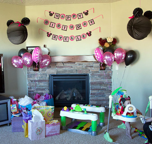 Minnie mouse birthday party for Kitchen set for 1 year old