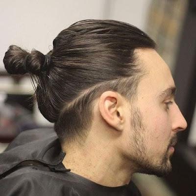 Potongan rambut Man Bun bisa dibilang hampir sama dengan potongan rambut  diatas tadi yang membedakan hanya pada penempatan ikat rambutnya ada  dibelakang ... 33918531b3