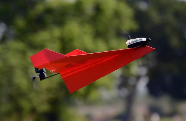 долголетающий бумажный самолетик