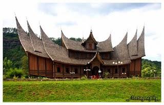 Sky Fly Sumatra Barat Tarian Adat Rumah Adat Pakaian Adat Senjata Tradisional Makanan Tradisional Alat Musik Tradisional Lagu Daerah