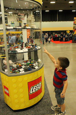 Quick Tips for the Des Moines LEGO Creativity Tour - Construction Zone display