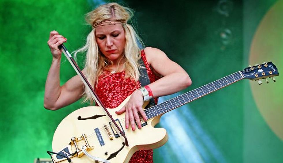 Hedvig Mollestad Thomassen: instrumental guitar jazz rock from the fjords!