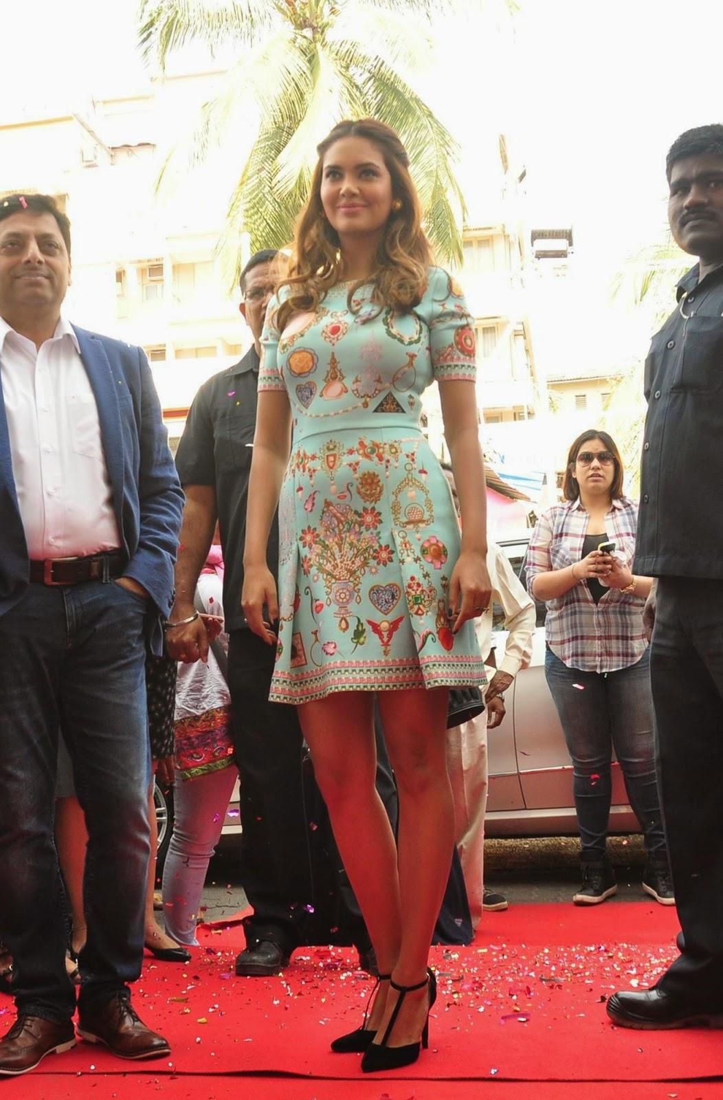 High Quality Bollywood Celebrity Pictures Esha Gupta -4940