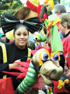 Greysit Sarango, como Tucu-ta, no Desfile de Bonecos de Canela