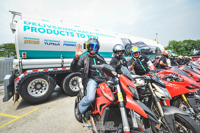 Ducati Club Malaysia happily pose in front of the Petronas Petrol Tank