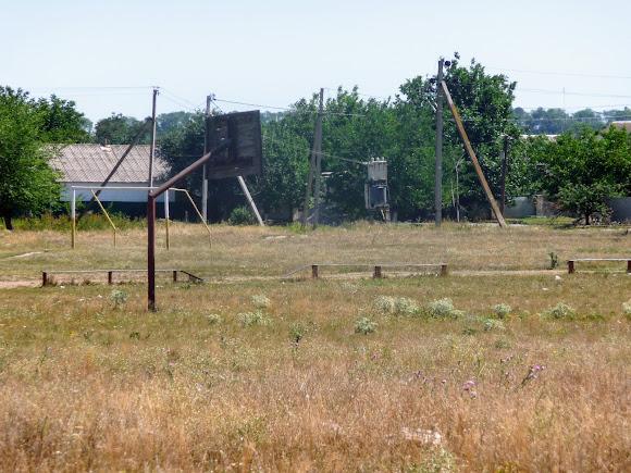 Васильковка. Район Низ. Футбольное поле и спортивная площадка