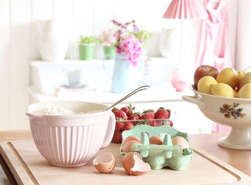 Rosa Rot Shabby Chic Kitchen   Crochet Pot Holders and Greengate DK
