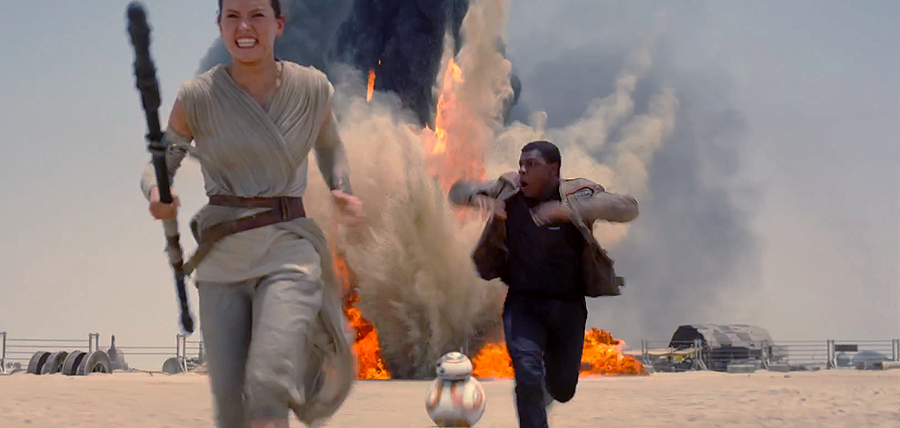 Star Wars: The Force Awakens Trailer: Rey (Daisy Ridley) şi Finn (John Boyega) pe Jakku