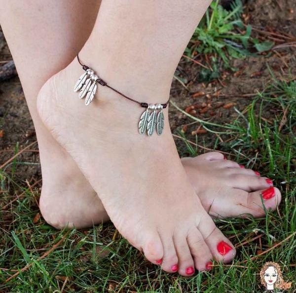 pulsra para el pie con hojas