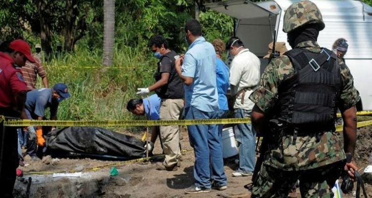 Hallan fosa clandestina con seis cuerpos en EdoMéx