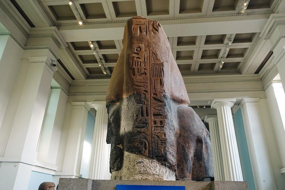 ラムセス2世の巨大座像の上半身(Bust of Ramesses the Great)