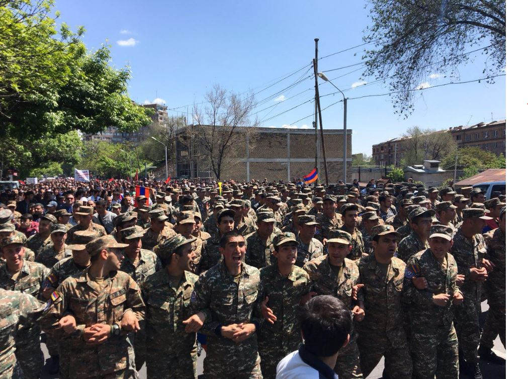 Армянские военные поддержали протест в Ереване