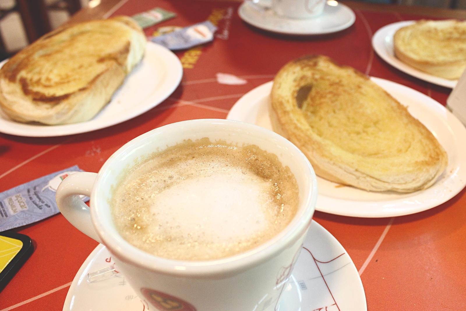 café frango assado pão na chapa café