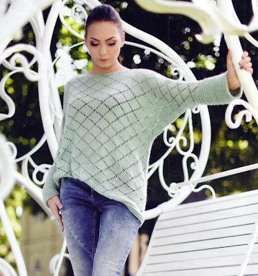 Теплый пуловер с ажурными ромбами