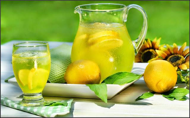 هل تعلم ماذا يفعل كوب الليمون مع العسل في أجسامنا لن تصدق رائع