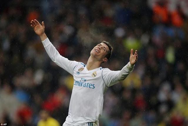 """Ronaldo cực đỉnh của """"chân gỗ"""": Kiệt quệ dứt điểm 11 ăn 0 7"""