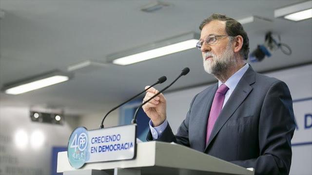 Rajoy amenaza a Puigdemont con mantener intervención en Cataluña