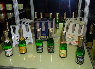 Бахмут. Продукція заводу шампанських вин.