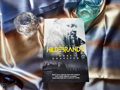 """Przeszłość trudno wymazać, czyli recenzja powieści """"Góry umarłych"""" Tomasza Hildebrandta."""