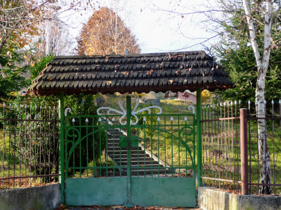 Подорожі містамі та селами України. Свалява, Бистрий. Вхід на кладовище