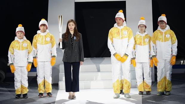 Kim Yu-na posa con la antorcha de Pyeongchang 2018