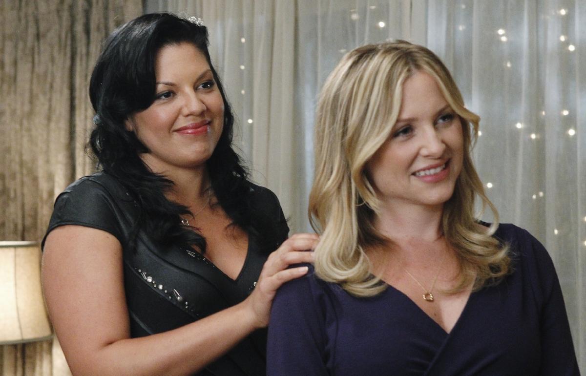 Los personajes de Arizona y Callie en una escena de Greys Anatomy