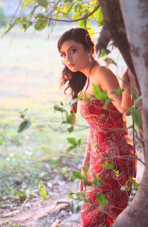 foto model fashion batik cewek bugis makassar cantik dan dijual dengan harga mahal dalam bentuk uang panai
