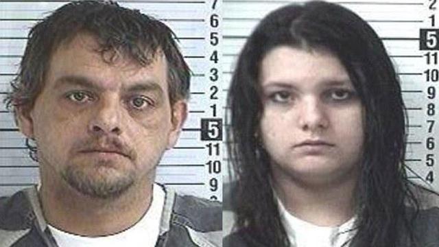 MUNDO - Vizinha flagra pai e filha transando no quintal de casa