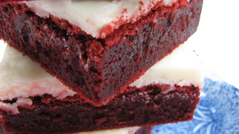 Heidi Bakes Red Velvet Brownies