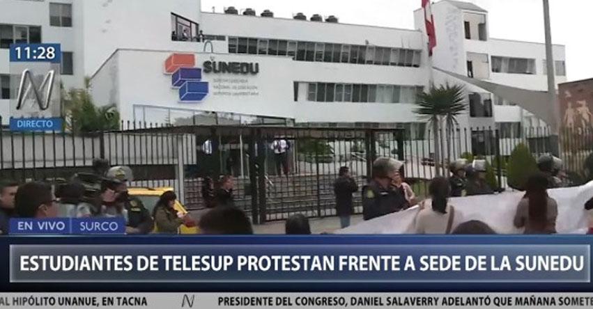 TELESUP: Estudiantes protestaron por el cierre de la universidad frente a sede de la SUNEDU